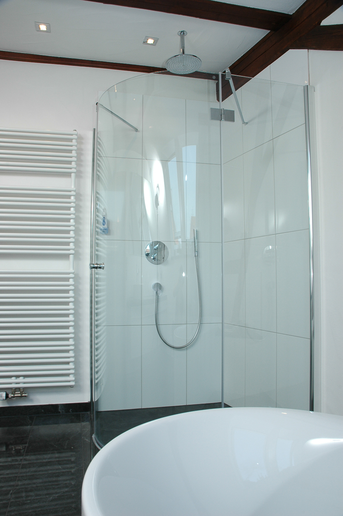 barrierefreie oder begehbare dusche und duschkabinen im sonderma schwab bad und heizung gmbh. Black Bedroom Furniture Sets. Home Design Ideas