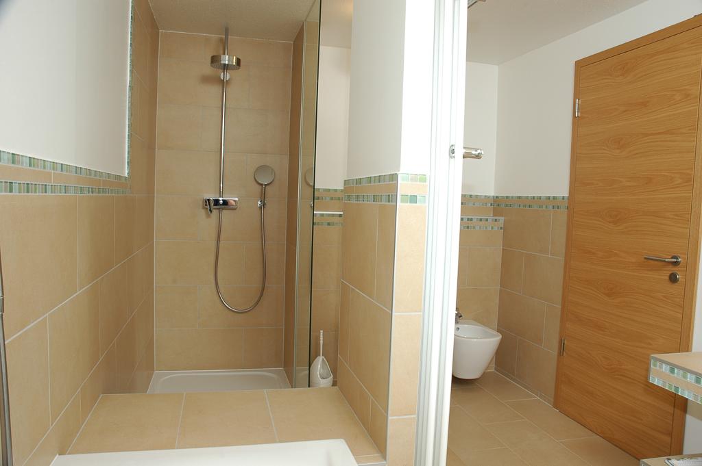 Dusche Begehbar Ma?e : Barrierefreie oder begehbare Dusche und Duschkabinen im